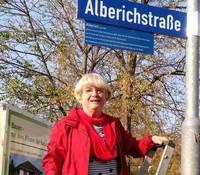 Das neue Zusatzschild für die Alberichstraße in Merseburg.