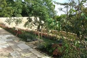 blühender Kapitelgarten