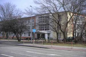 """Auf dem Bild sehen Sie die teils abgeschlossenen Baumaßnahmen an der Grundschule """"Am Geiseltaltor""""."""
