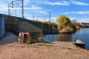 Auf dem Bild sehen Sie den Vorderen Gotthardteich nach Abbruch der Brücke.