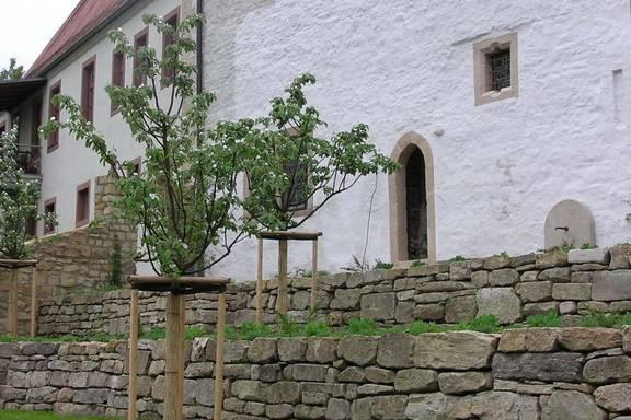 Kapitelgarten mit Blick zum Pfarrhaus 2