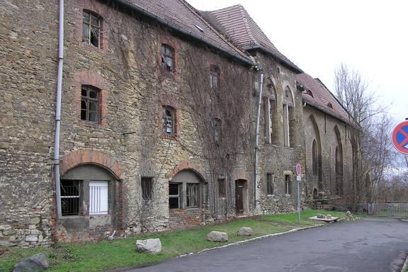 Auf dem Bild sehen Sie die Außenansicht des Merseburger Petriklosters.